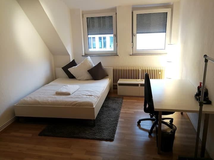 Gepflegtes Zimmer in zentraler Lage (18qm)