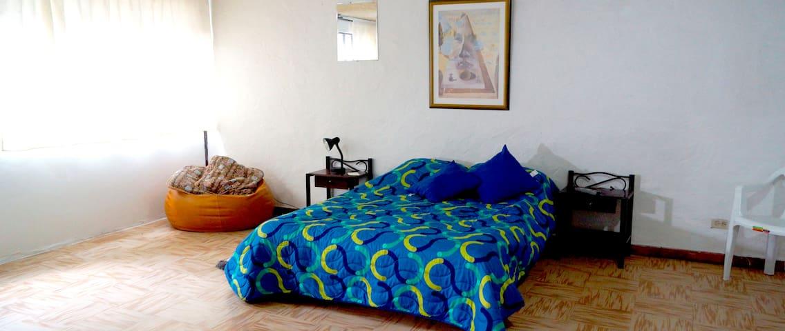 Habitacion Amplia con baño privado Santa Barbara