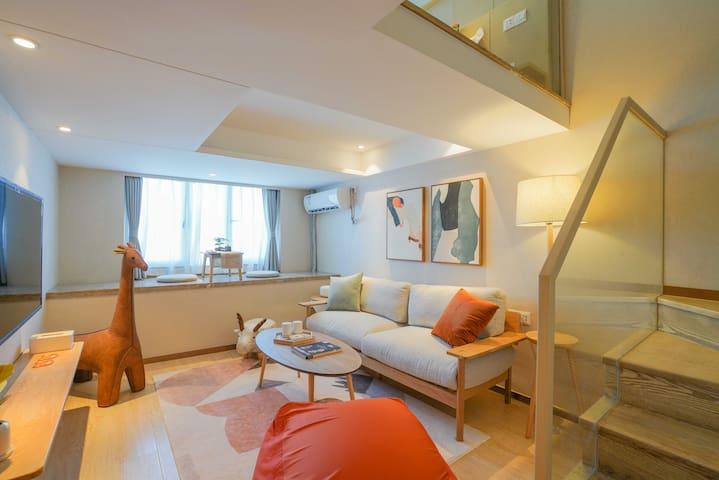 「青小蜜·童趣」日式风格loft两室可住4人 近浙大、地铁口100米 去西湖20分钟 随机排房
