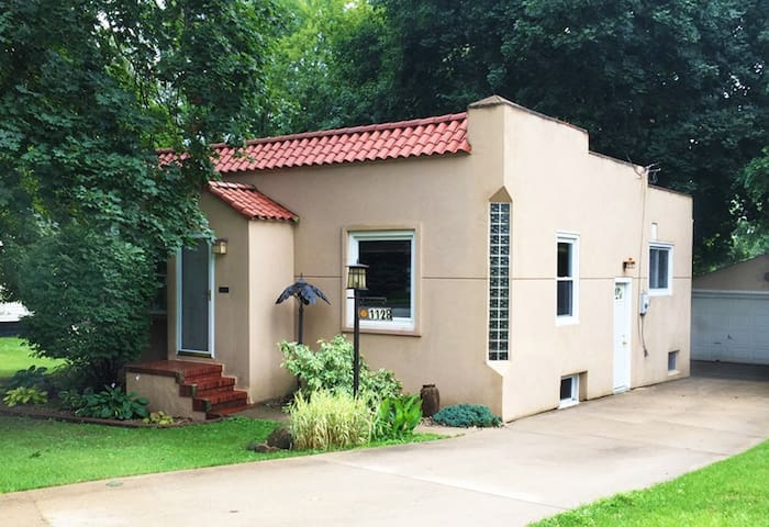 Unique Spanish Bungalow! - Des Moines - House