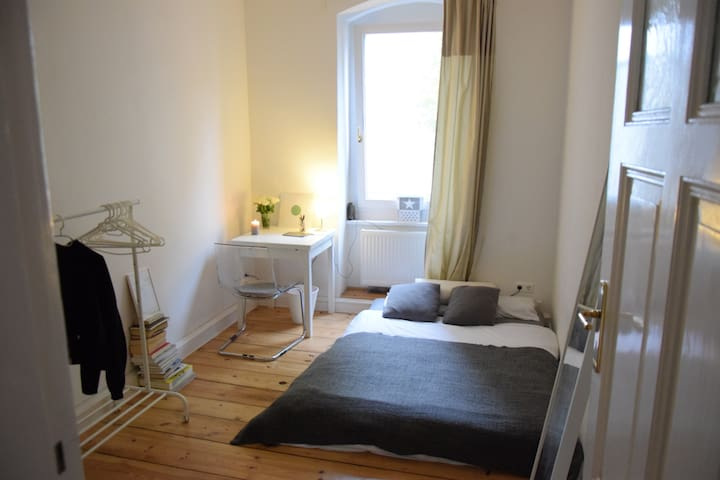 Modern bright cosy room in Kreuzberg! - Berlin - Leilighet