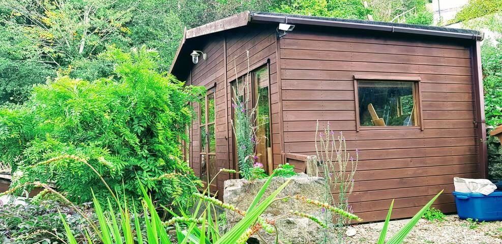 Woodland Cabin Opposite Loggerheads