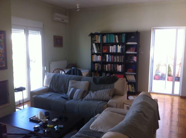 Penthouse room close Athens center - Cholargos - Flat