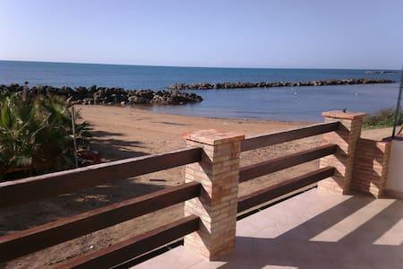 casa sulla spiaggia - Marina di Palma di Montechiaro (AG)