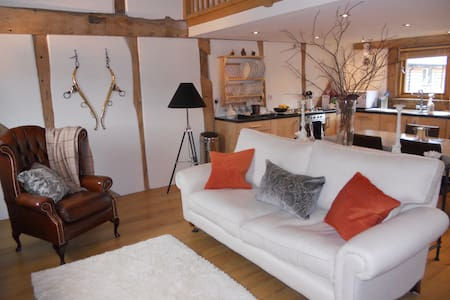 Luxury two bedroom barn conversion - Titley, Kington