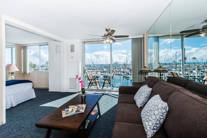 **Professionally Sanitized** Ocean + Marina Views Ilikai Condo w/Full Kitchen - Ilikai Marina Ocean 1 BDR on the 3rd floor