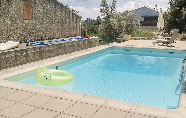 Holiday cottage with 2 bedrooms on 65m² in St Julien LeMontagnier