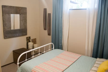 Private Bedroom and Two-Piece Bath - Prince George - Huis