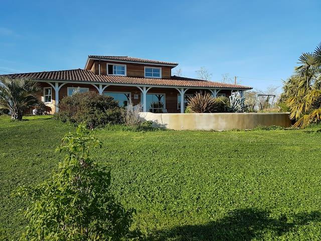 Maison en bois avec piscine au milieu des vignes - Sainte-Christie-d'Armagnac - Rumah