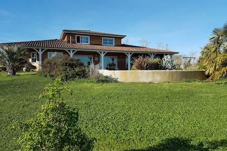 Maison en bois avec piscine au milieu des vignes - Sainte-Christie-d'Armagnac - Ev