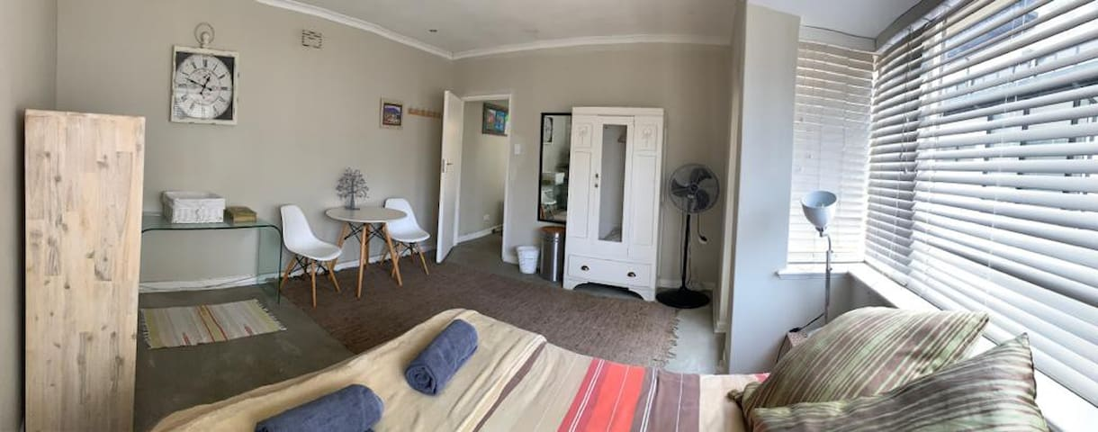 Secure Sea Point apartment, prime location