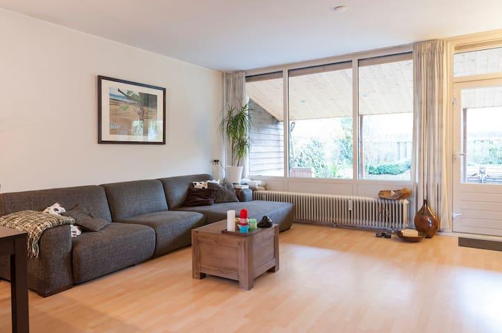Big house with nice garden + parkin - Eindhoven - Rumah