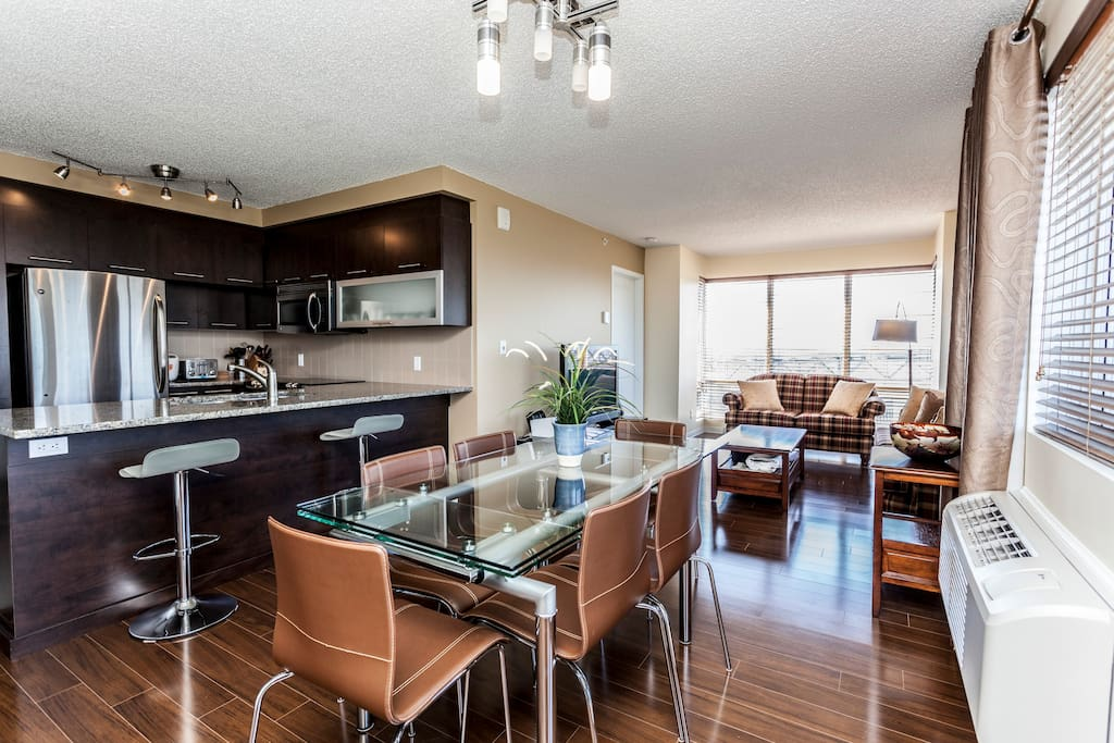 luxury condo accross the river from Montreal