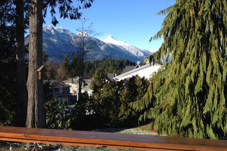 Sunny private semi-suite Squamish, own entrance - Squamish - Haus