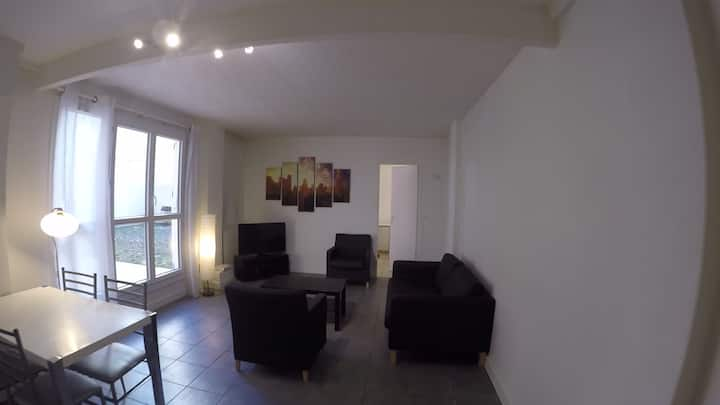Single room in large apartment close/Paris (Cergy)