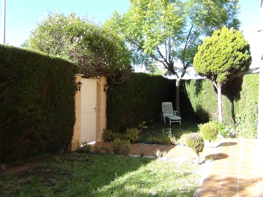 Chalet pareado con encanto houses for rent in alacant comunidad valenciana spain - Chalet jardin d angele ...