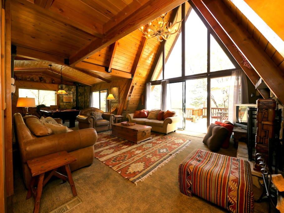 Ridgeview chalet bear mtn golf zoo hike bike chalets for Airbnb cabins california