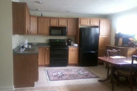 Priv.room/SAFE AREA/12 min to city - Pittsburgh - Casa
