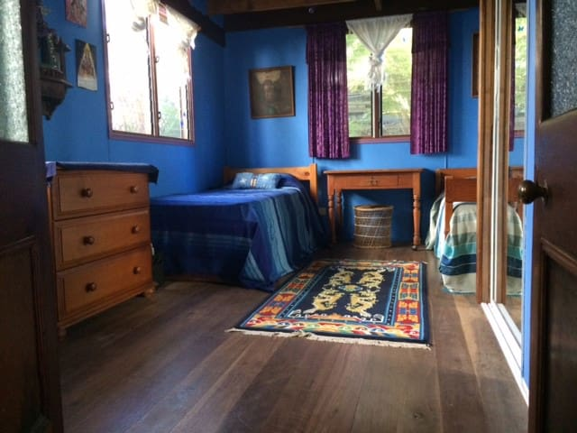 Angourie Lethargy Lodge beach house Blue Room - Angourie - Treehouse