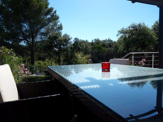 Villa climatisée avec piscine hors sol