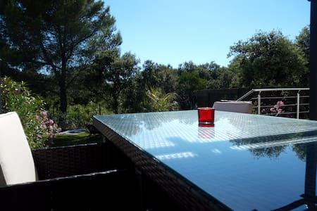 Villa climatisée avec piscine hors sol - Le Crès - 別荘