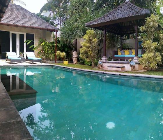 Villa Las Brisas - 2 bed & Pool in Great Location