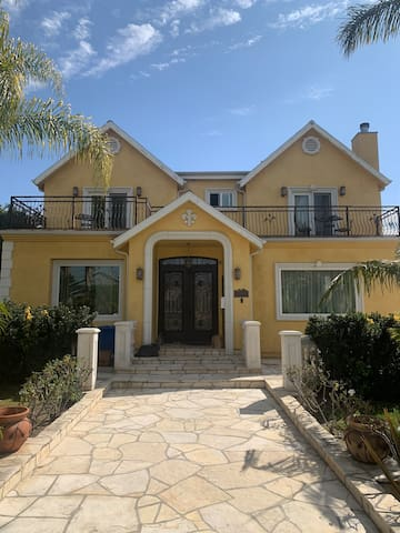 Fairmount Villa Beautiful luxury home in Burbank!!
