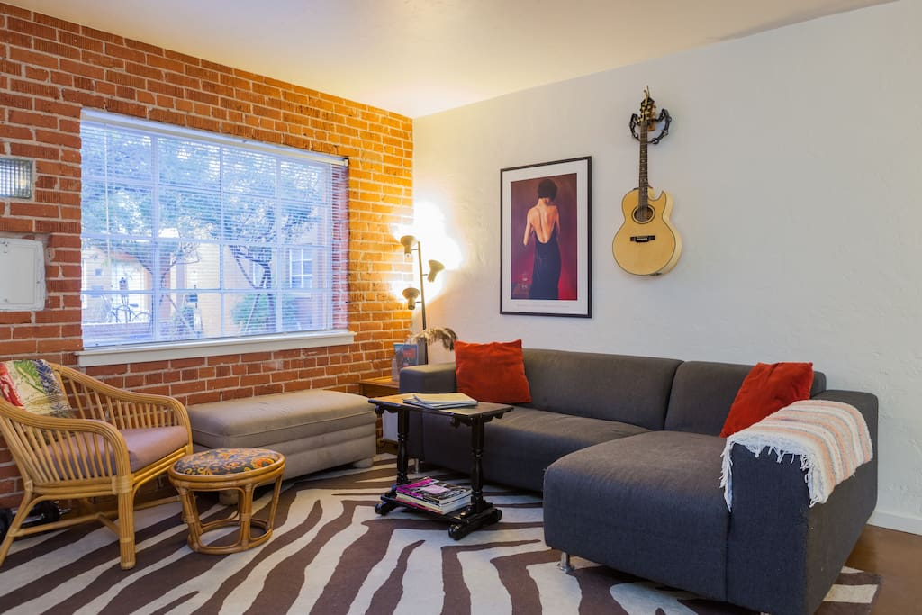 best downtown location price space apartments for rent in phoenix arizona united states. Black Bedroom Furniture Sets. Home Design Ideas