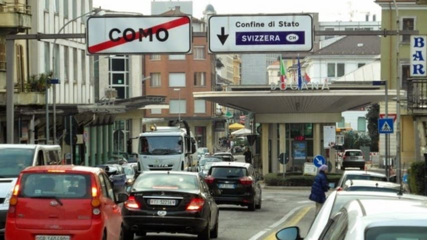 Ampia Stanza doppia con tv - Como - Casa