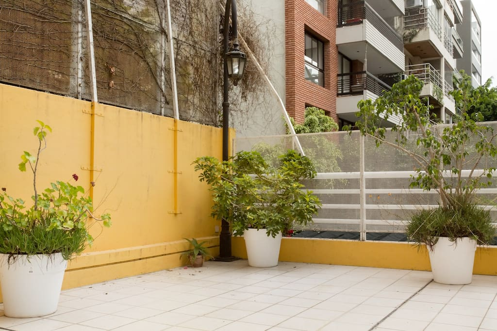 A huge Patio with grill exclusive use from this apartment