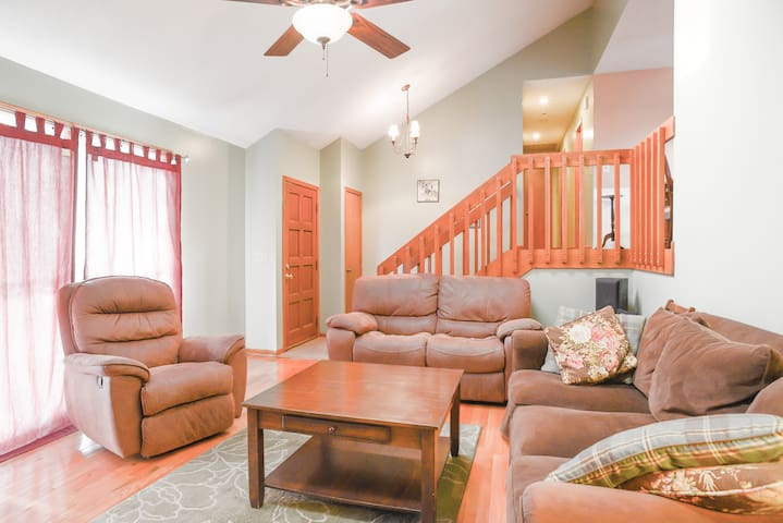 Spacious and comfy suite - Shawnee - Huis