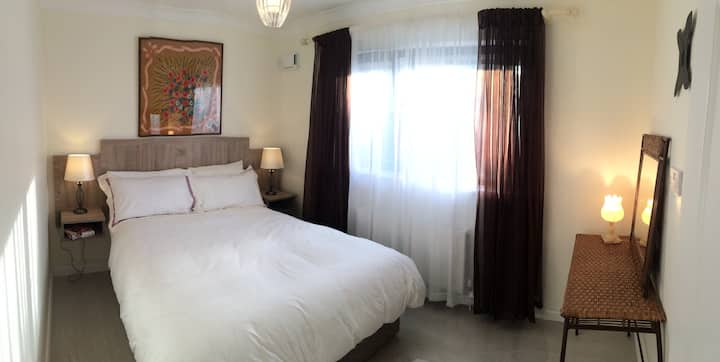 City/parking/5min walk bus/train/tours/EyreSquare