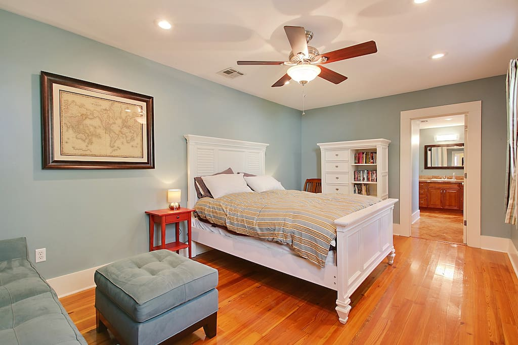 Large bedroom with Queen sized bed.