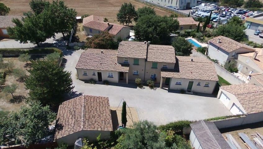Mas saint André, 4 meublés en Provence + piscine