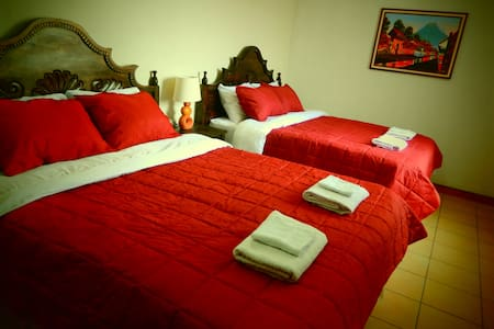 Best B&B by Center! (entire house) - Guatemala City - Bed & Breakfast
