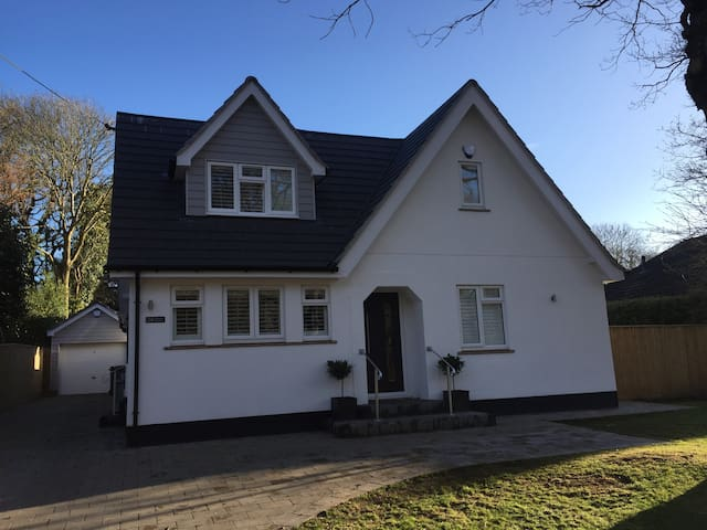 Fab large 5-bed House near New Forest & Beach