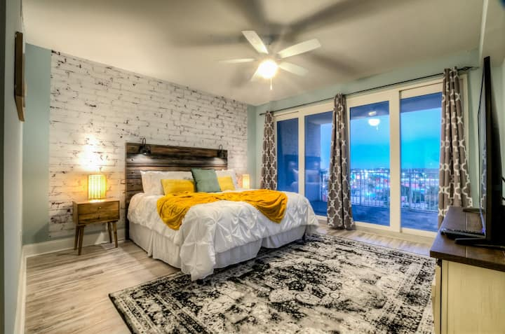 Laketown Wharf 734! Amazing 3 BD, Great Location, And Awesome Amenities!