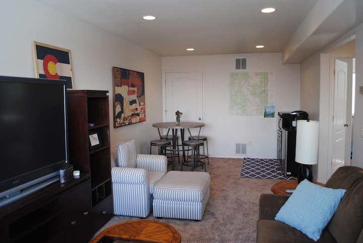 Local's Hideout: 2 Private bd, Close to Downtown