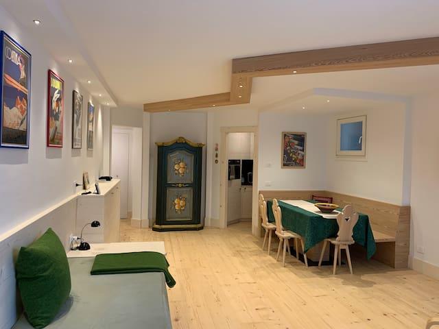 Largo Poste Cortina Studio