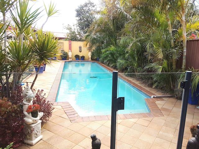 Brighton le Sands, holiday house+pool near beach