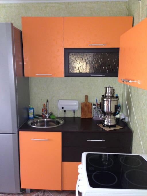 Кухня, раковина, плита