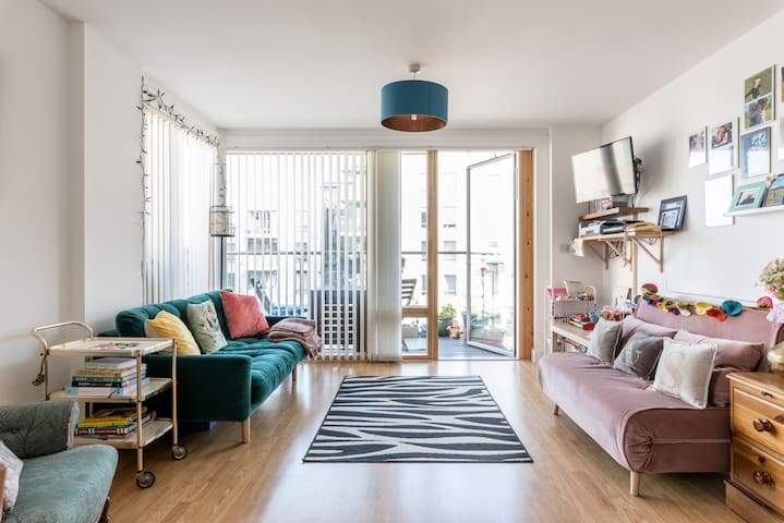 Light, relaxing, spacious flat with great views!