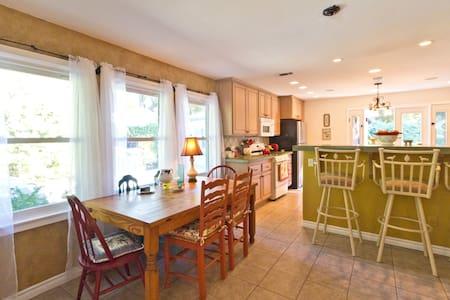 Charming Ojai Valley Home - Ojai - House