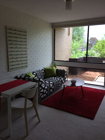 Stylish 1 bdr apartment Canberra - Lyons - Wohnung