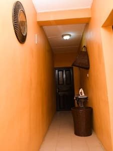 Adorable Private 2 bedroom house (Urbane Space)