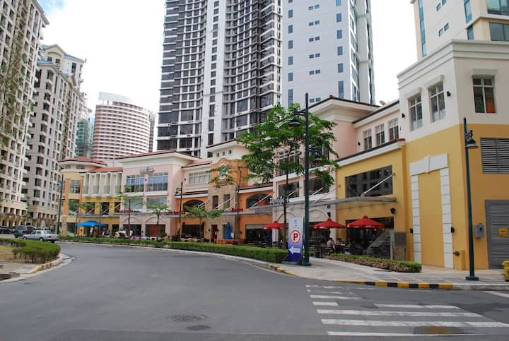 BGC Condo with Parkview near Shangrila Hotel