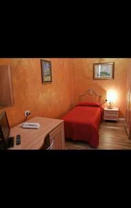Confortevole camera singola  - Gravina in Puglia