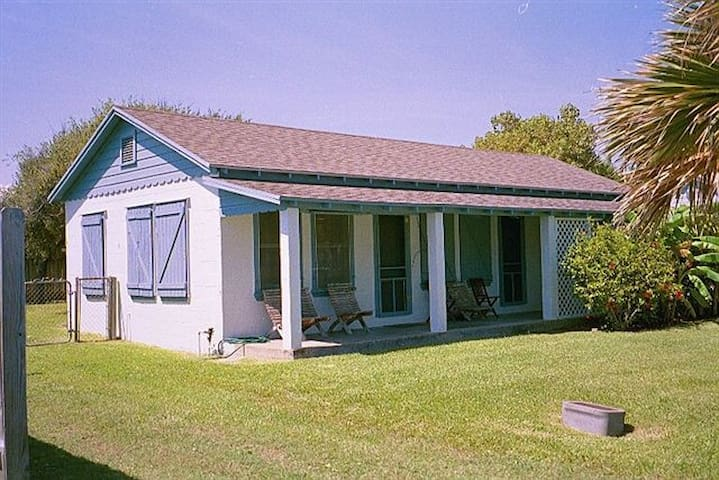 FAMILY BEACH COTTAGE IN OLDE TOWN - Port Aransas - Cabane