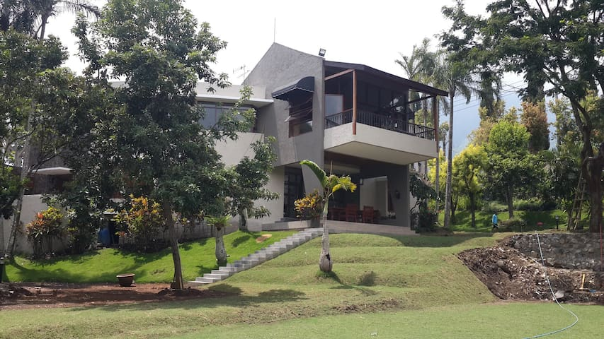 Luxurious privacy villa klub bunga - Batu - Willa