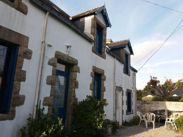 Petite maison bretonne proche de la mer